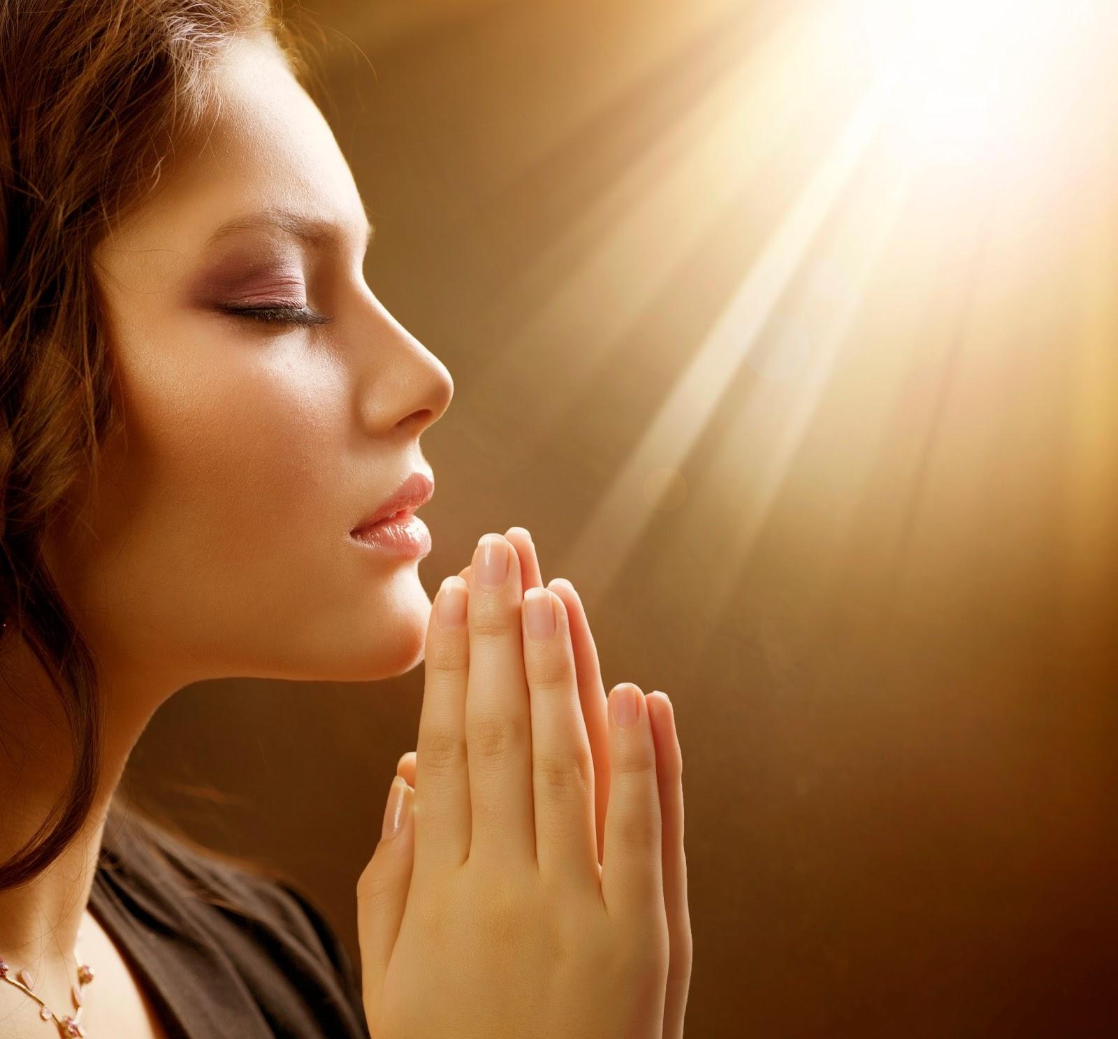 Mujer-orando